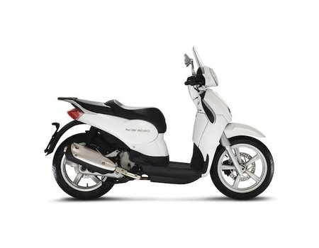 Scarabeo125-200ie-02