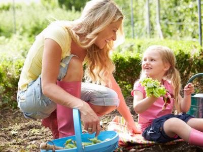 Haz jardinería con tus hijos: todo son beneficios