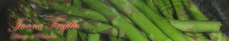 Preparación del quiche de espárragos y lacón de pavo