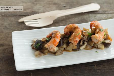 Salteado de langostinos y setas, receta para solucionar una cena rápidamente