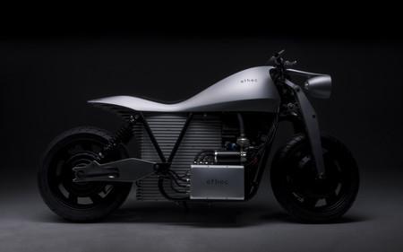Esta moto eléctrica tiene doble tracción, frenada regenerativa y hasta 400 km de autonomía