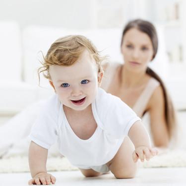 Cómo estimular el gateo del bebé: siete ejercicios y juegos para ayudarle en esta etapa