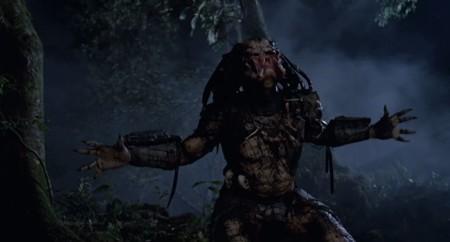 Predator deja en pañales a Jason Voorhees en Mortal Kombat X con un fatality que parte cabezas
