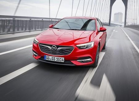 Opel se renueva a fondo: Cambia logo, eslogan y hasta a su consejero delegado