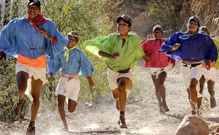 """Rarámuris: los indígenas que ganan ultramaratones porque los maratones se les hacen """"muy cortos"""""""