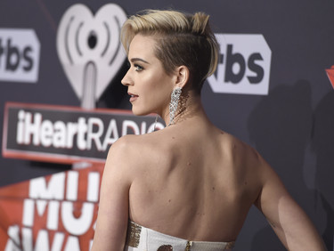 La alfombra roja de los iHeartRadio Music Awards 2017: despropósitos y looks de infarto