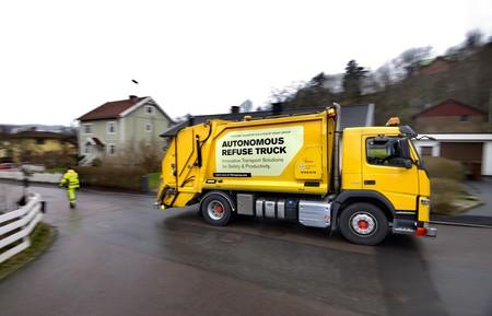 Volvo quiere saber cómo se integrará este camión de basura autónomo en la vida urbana