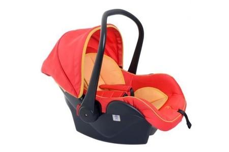 Lo estabas haciendo mal: una madre muestra cómo transportar fácilmente y sin molestias el maxicosi del coche