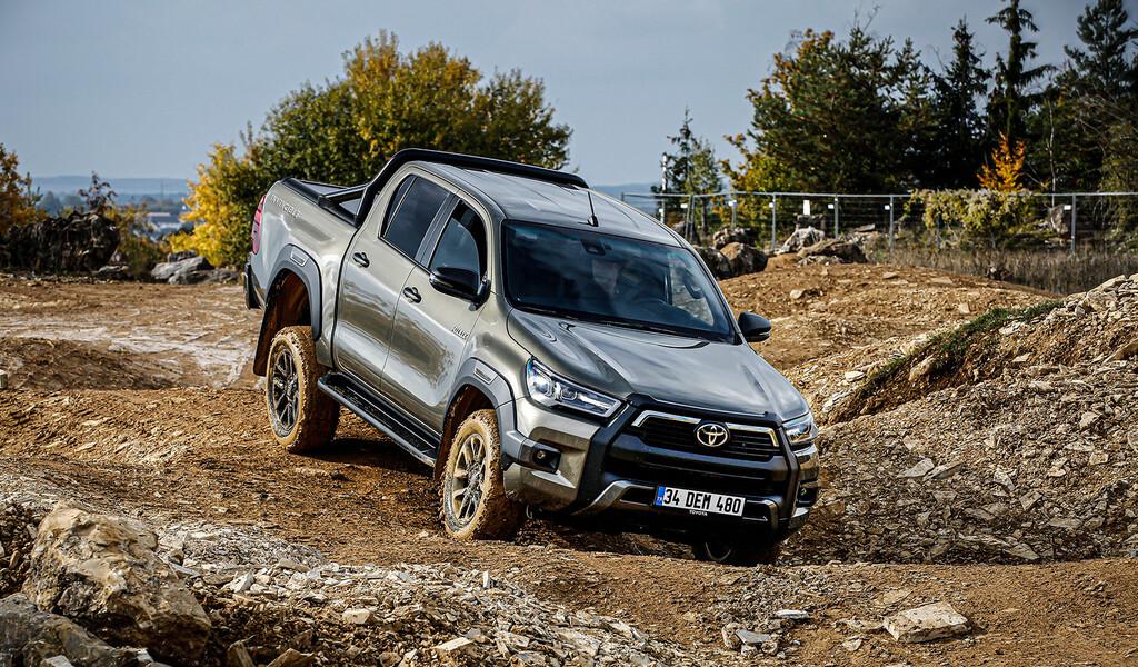 Nueva Toyota Hilux: la incombustible pick-up estrena motor de 204 CV y parte de los 31.715 euros en España