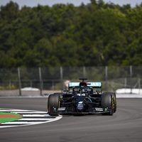 Lewis Hamilton y Mercedes abusan en Silverstone: pole position y un segundo de ventaja sobre el tercero