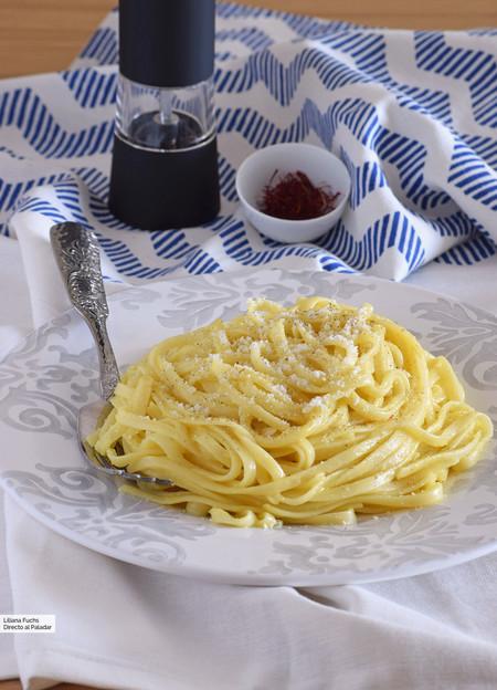 Salsa de pasta al azafrán: receta rápida con tres ingredientes en una sola olla