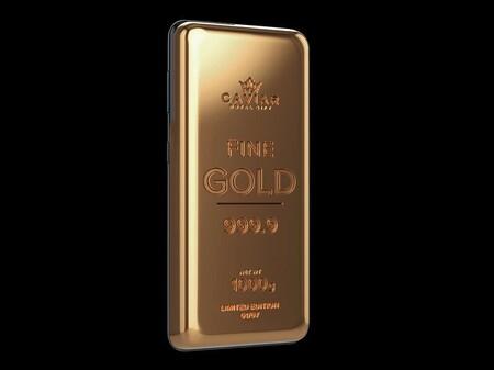Si te sobran 142.000 euros y quieres un móvil de oro de más de un kilo de peso, Caviar tiene dos modelos para ti
