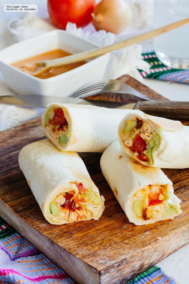 Burritos de pollo con aguacate y chipotle. Receta mexicana fácil