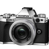 Sólo esta mañana, en la Red Night de Mediamarkt, tienes la Olympus OMD E-M5 Mark II con objetivo 14-42 mm por 949 euros