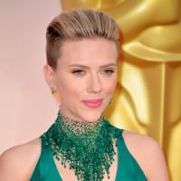 Scarlett Johansson de verde esperanza en los Oscar 2015