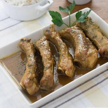 Costillas de cerdo con curry y miel, receta rápida para chuparse los dedos