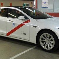 Los taxistas de Madrid ya pueden utilizar los Tesla Model S y competir contra Cabify