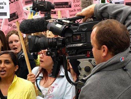 ¿Confiamos más en la tele que en los periódicos?