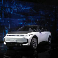 De fabricar iPhones a querer revolucionar la industria del automóvil: Foxconn desvela sus primeros coches eléctricos