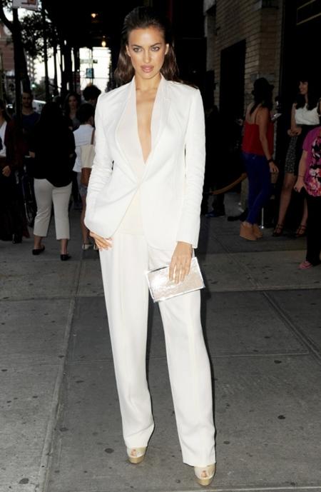 irina shayk traje blanco