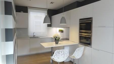 cocina blanco y gris 3