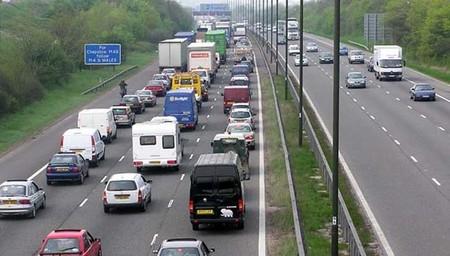 Consejos para conducir por la izquierda si viajas al Reino Unido (o a otros muchos países)