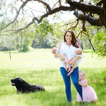 Dio a luz a tres bebés en el mismo año (y no son trillizos)