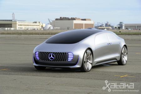 Nos hemos montado en un coche del futuro y hemos regresado para contártelo: así es el Mercedes F 015