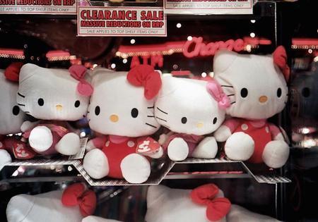 A punto de celebrar el 40 cumpleaños de Hello Kitty, hemos sabido que no representa una gatita, sino una niña