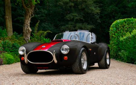 ¿Sacrilegio o genialidad? El delicioso AC Cobra se ha convertido en un deportivo eléctrico de 625 CV