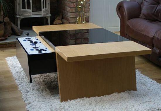 Mesa con pantalla y joysticks, para juegos 'retro'
