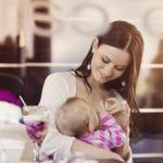 Las cuatro razones por las que el mundo necesita que las madres den el pecho en público (y sin cubrirse)