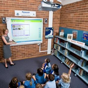 Panasonic coloca en las aulas pizarras digitales multitáctiles que cuentan alumnos
