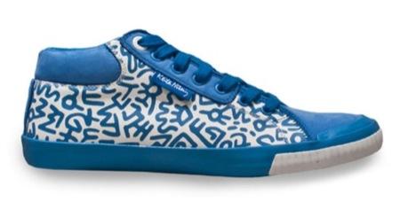 Tommy Hilfiger cuenta con Keith Haring para diseñar sus nuevas zapatillas, azul