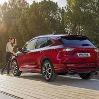 Todos los futuros Ford estarán electrificados: la marca ya ofrecerá este año 14 modelos, entre coches eléctricos e híbridos