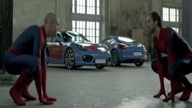 Y Spiderman se quita la máscara... ¿y resulta que es Iniesta?