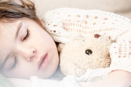¿Tiene tu hijo pesadillas o terrores nocturnos? Así puedes ayudarlo