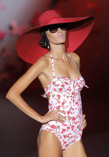 Guillermina Baeza Primavera-Verano 2013: un baño pin up