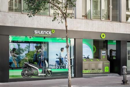 El primer intercambiador de baterías para motos eléctricas de España lo ha puesto Silence, y está en Barcelona