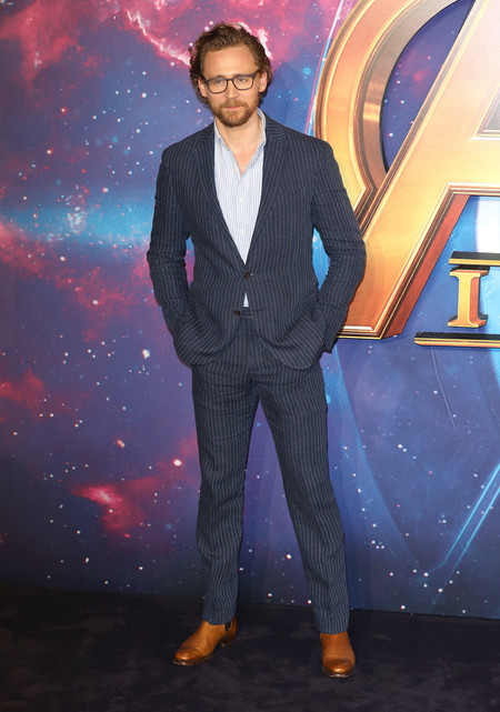 Tom Hiddleston No Le Teme A Las Rayas En Su Ultimo Look Para La Premere De Avengers 2
