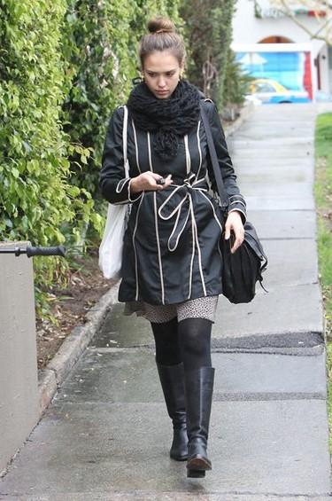 Jessica Alba y Halle Berry, mamás con estilo