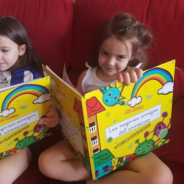 """""""Los mejores amigos del universo"""", el cuento personalizado y gratuito que reúne a los compañeros de clase en una emotiva historia"""