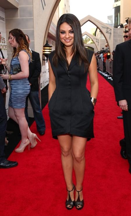 Mila Kunis y Kristen Bell se divierten en los Guys Choice Awards 2012