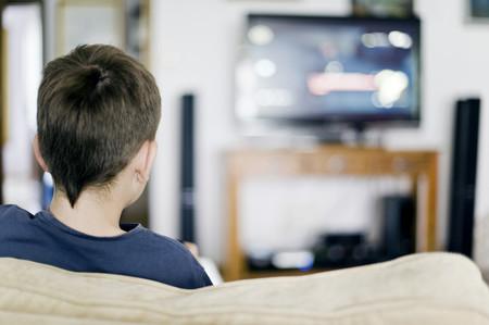 El consumo de televisión en la infancia promueve hábitos poco saludables que favorecen el desarrollo de la obesidad