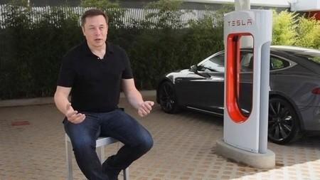 Tesla Supercargador Musk