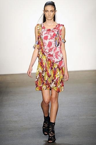El estampado floral dominará la Primavera-Verano 2010: vestidos para tomar nota, BCBG