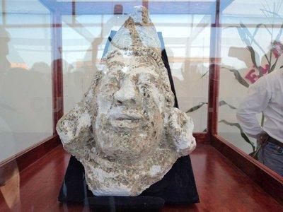 Niño chiapaneco descubre entre escombros monolito del dios maya del maíz Yum Kaax