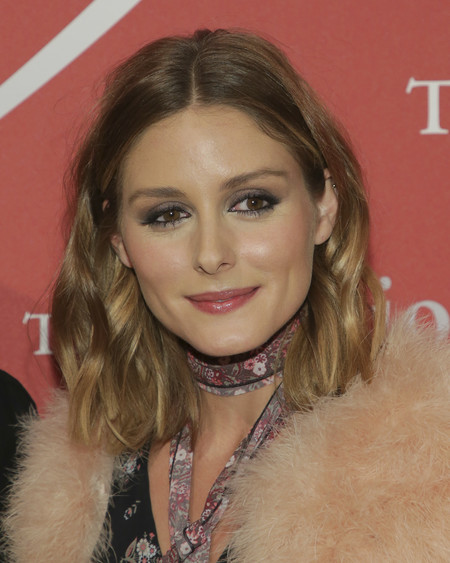 El 'look boho' de Olivia Palermo no convence pero su bolero de pelo lo queremos todas