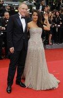 Dos morenas en vestidos claros: Salma Hayek y Aishwarya Rai en la ceremonia de apertura de Cannes 2011