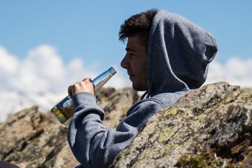 Avituallamientos con vino, cervezas en meta: todo lo que está mal en las carreras que promueven el alcohol
